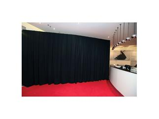 Showtec Standard Pipes & Drapes curtain - Medium Gloss Satin - Gefaltet, 300 (B) x 300 (H) cm, 300 g/m2, schwarz