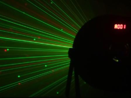 Cameo FLAT STORM - Flat Storm 3-in-1 PAR-Scheinwerfer, Laser und Stroboskop